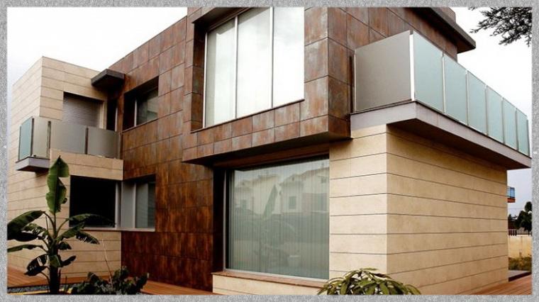 Фасад оздоблений керамогранітом