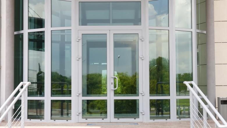 Холодні алюмінієві двері