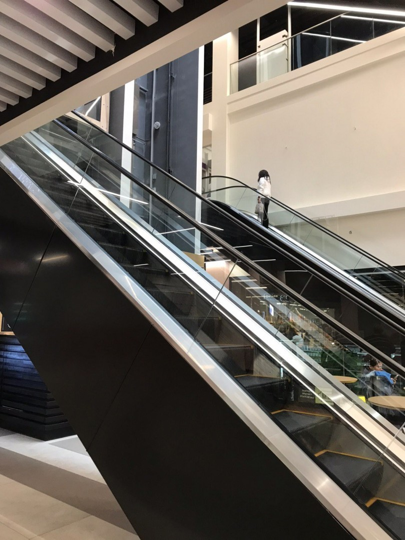 Ескалатори Cherry Mall